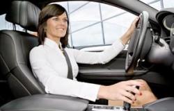 Tenga una postura correcta al manejar
