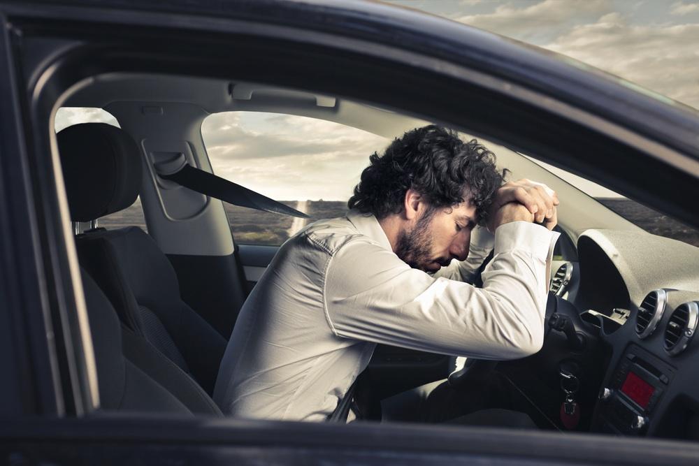 conductor dormido maneja