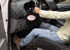 conductor-pisando-embrague